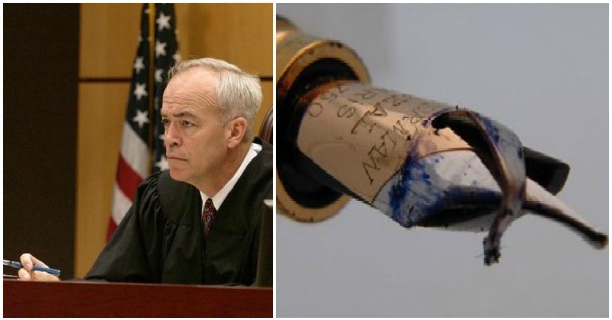 why-judges-always-break-the-nibs-of-their-pens-after-sentencing-someone-to-death_serfzn ফাঁসির সাজা ঘোষনার পর বিচারক পেনের নিব ভেঙে দেন কেন ?? জানুন অবাক হবেন।