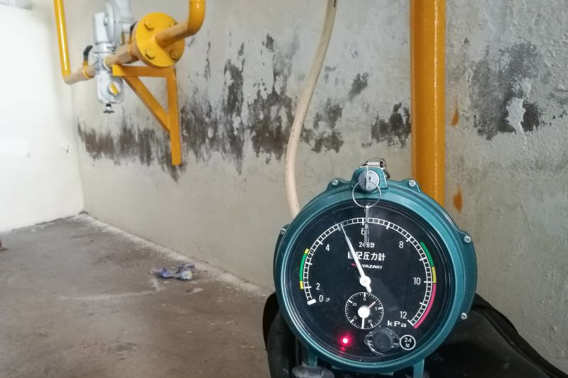kiểm tra rò rỉ đường ống gas