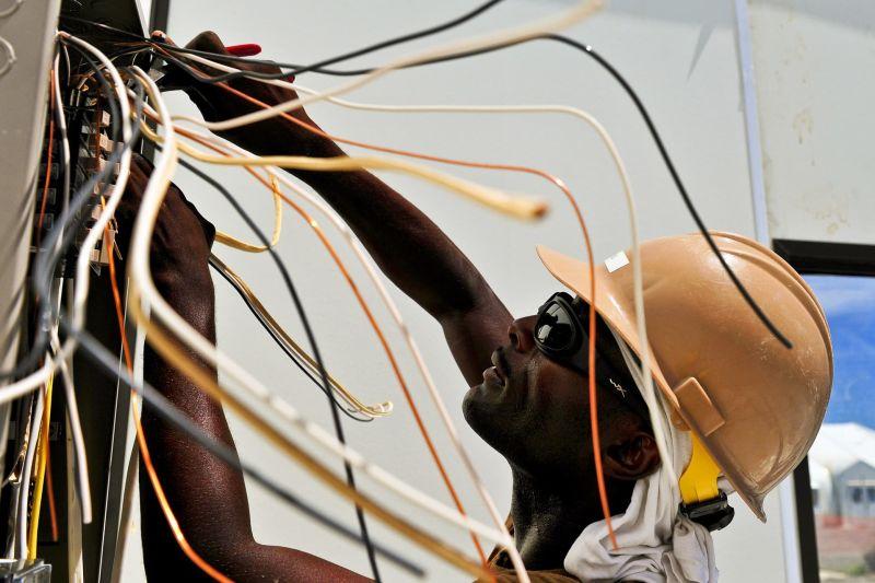 huấn luyện an toàn điện cho công nhân