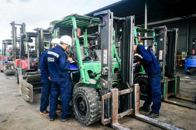 kiểm định xe nâng hàng tại công ty Leeman