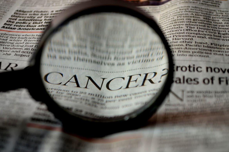 बॉलीवुड में क्यों पैर पसार रहा है कैंसर?