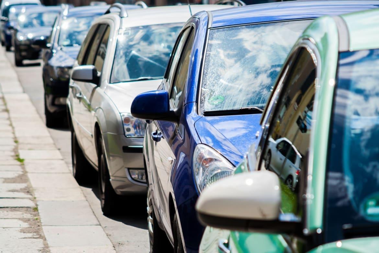कार-बेकार हुईं : मंदी के अलावा कुछ और भी हैं कारण
