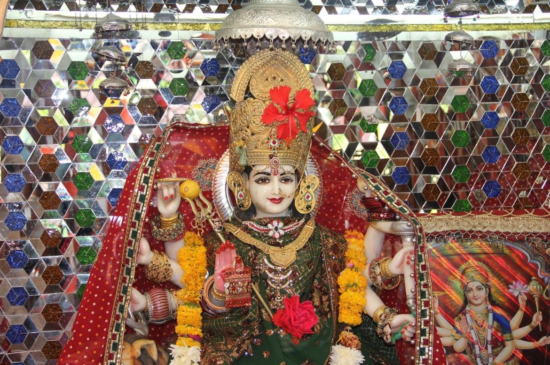 नवरात्र में मंदिर न जाएं: जानिए घर पर रह कर कैसे करनी है पूजा