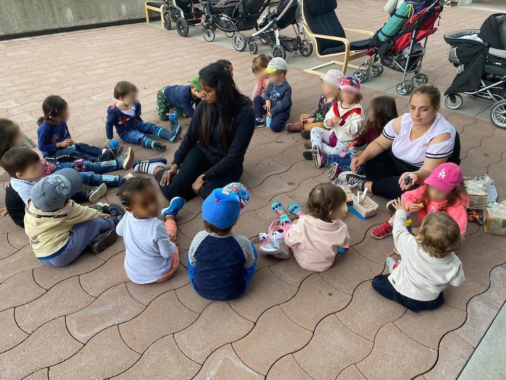 kinderkrippe und waldkinderkrippe bluemli - Mittagessen auf dem Spielplatz