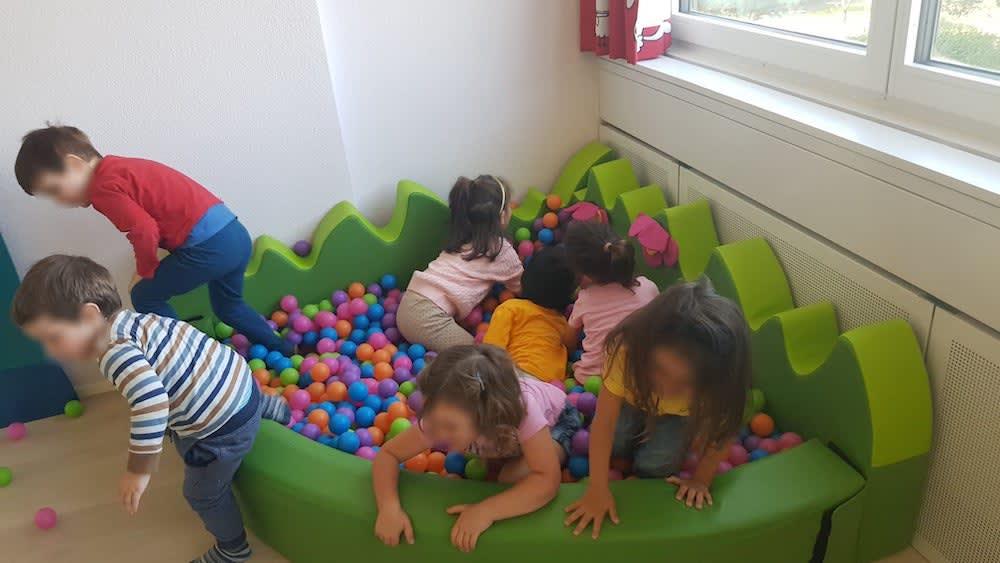 kinderkrippe und waldkinderkrippe bluemli - Bällebad