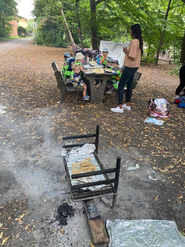 wir grillieren - Kinderkrippe + Waldkinderkrippe Blüemli in Zürich