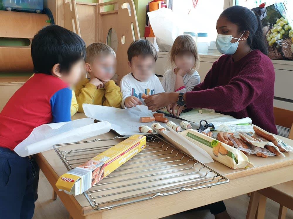 Mumien Zvieri vorbereiten - Kinderkrippe-Waldkinderkrippe-Blüemli-in-Zürich