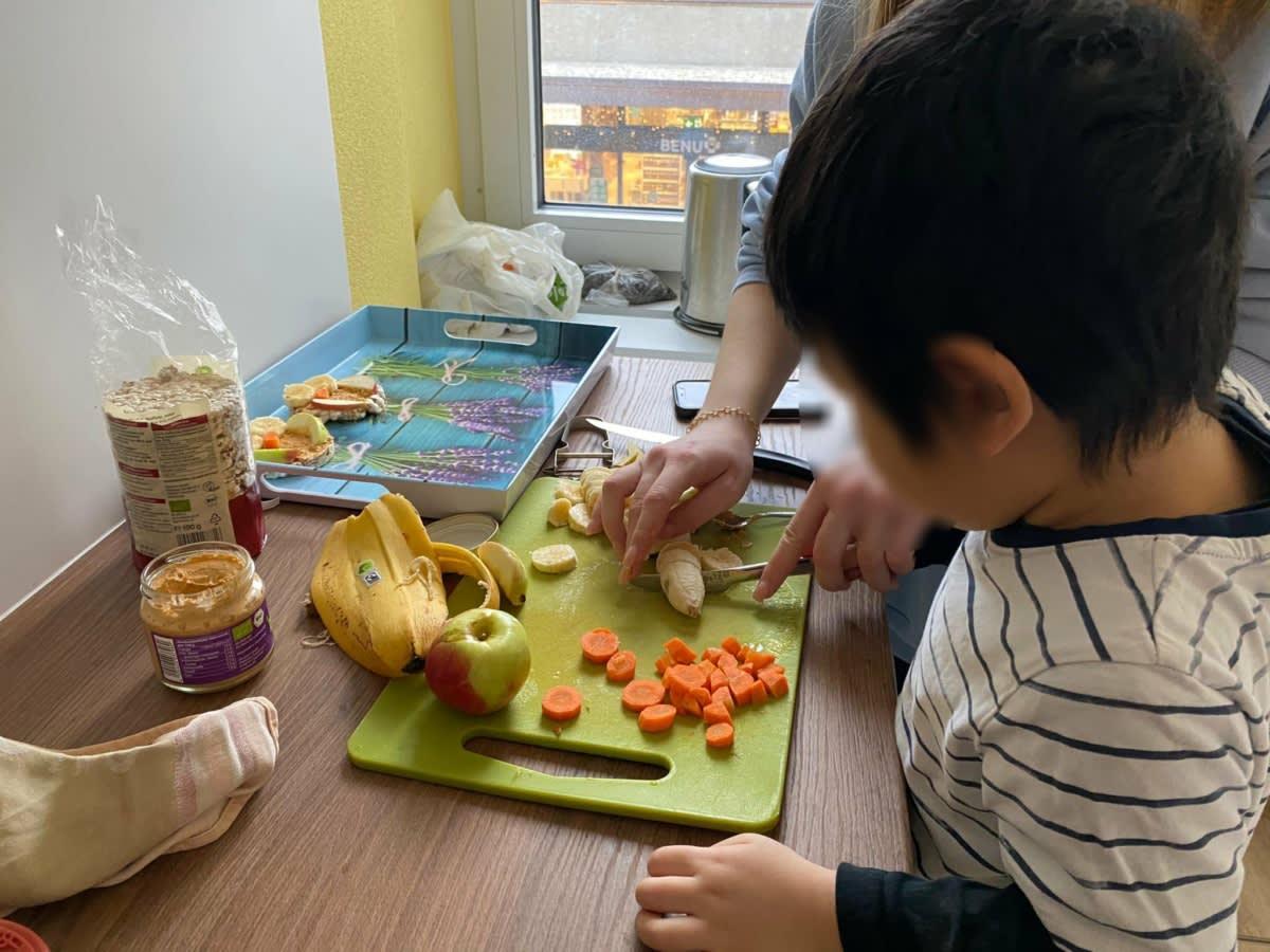Zvieri vorbereiten - Kinderkrippe und Waldkinderkrippe Blüemli in Zürich Witikon