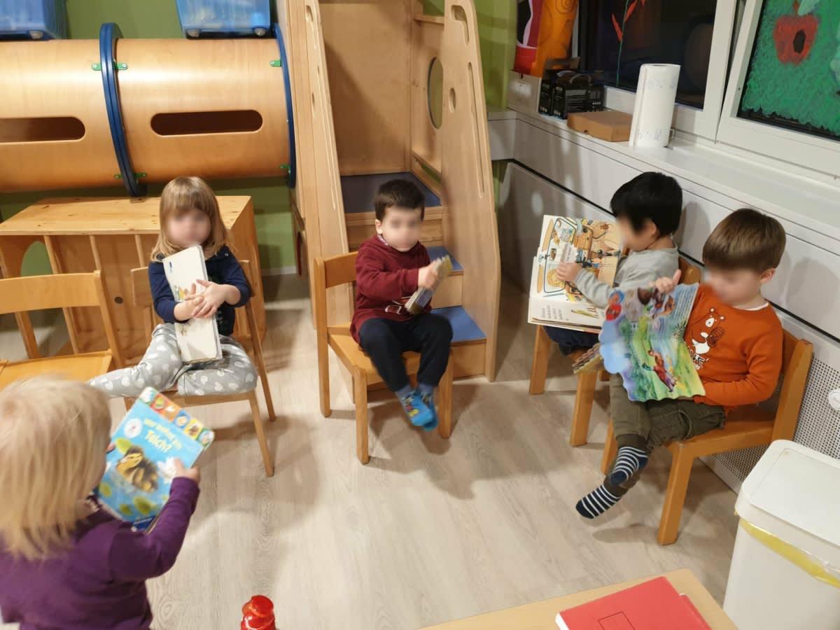 Lesestunde am Abend - Kinderkrippe und Waldkinderkrippe Blüemli in Zürich Witikon
