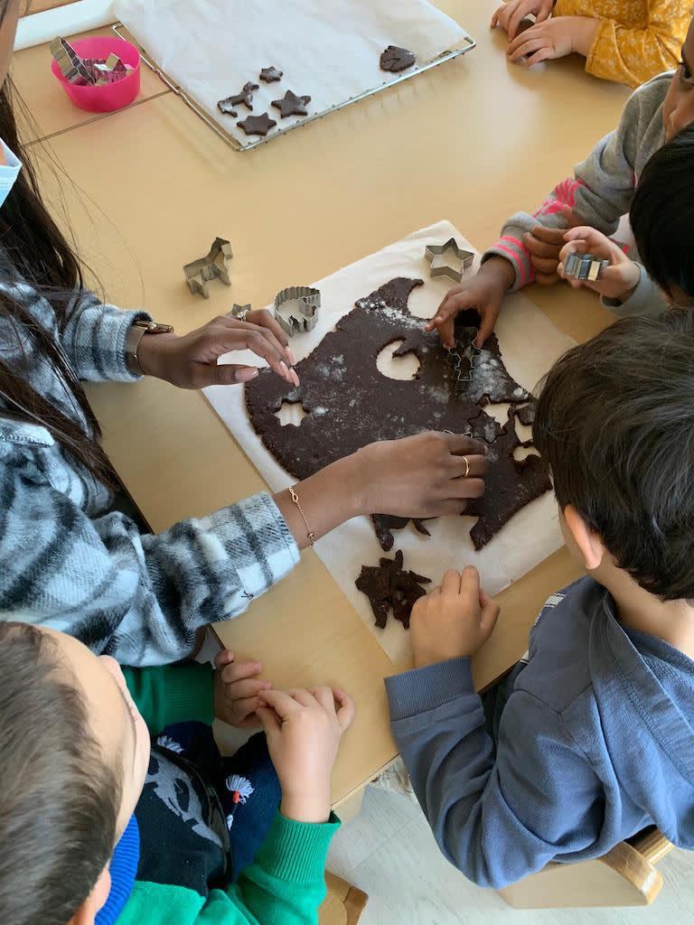 Guetzli backen Kinderkrippe und WaldkinderkrippeBlluemli in Zuerich Witikon