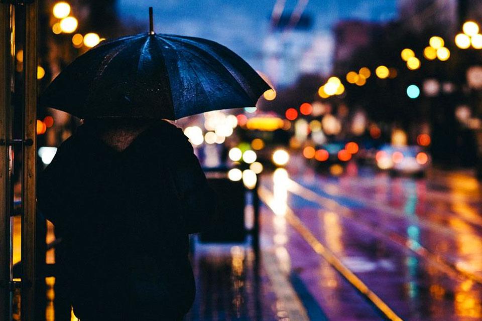 科見Online線上學習-實用日語會話-在火車站裏避雨吧