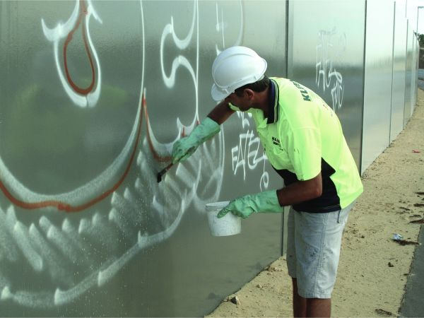 Remove graffiti quickly with Kleenit.