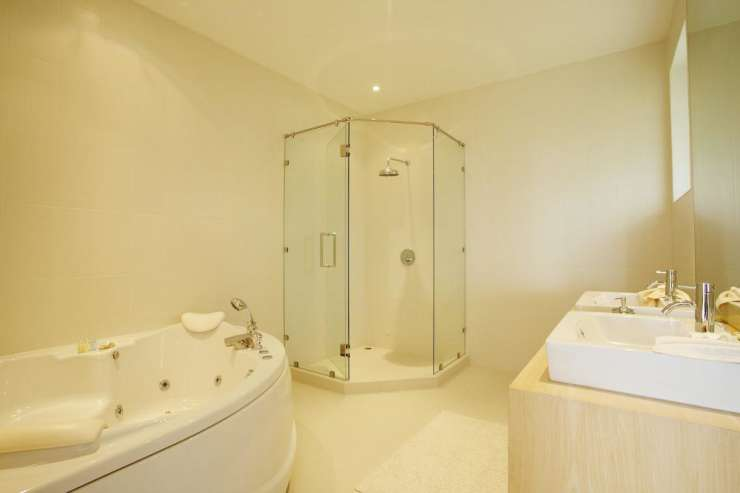 Andaman View (V02) - En-suite bathroom for second bedroom, with jacuzzi bath and walk-in shower