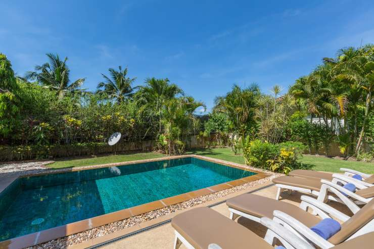 Baan Tan Ta Wan - Private gardens and pool with sun terrace and dining sala