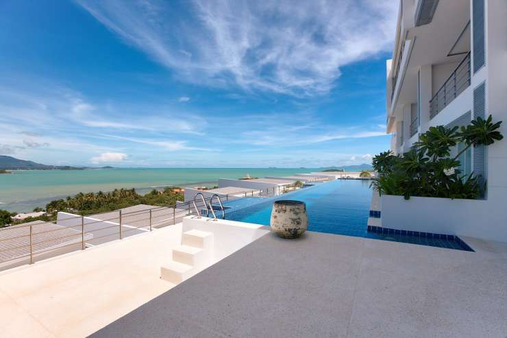 Serene Penthouse - The large communal pool close by - complimentary for guests