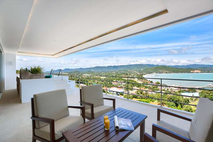 Serene Penthouse - Magnificent views from the balcony
