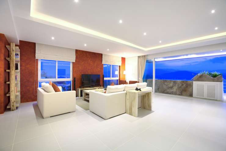 Serene Penthouse - Seating / lounge area with a large LED flat screen TV and multiple satellite channels