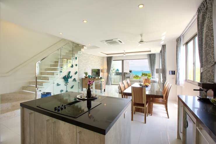 Shades of Blue - Stunning kitchen area with island and all the amenities you could wish for