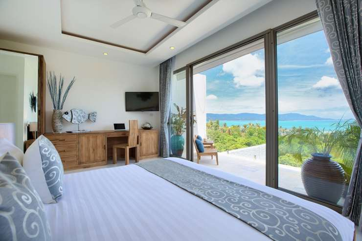 Shades of Blue - Master bedroom with unforgettable ocean-views