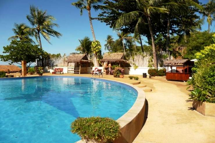 Shower of Sunshine - Stunning communal pool with private bar and plenty of sun loungers