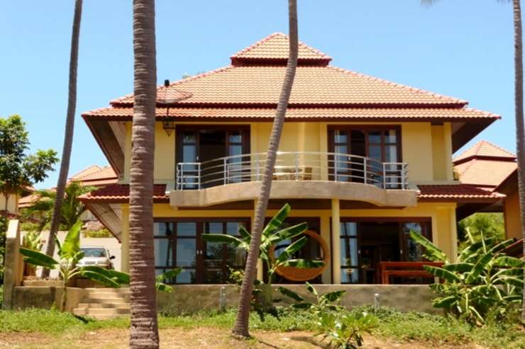 Shower of Sunshine - 4 bedroom, 3 bathroom villa: perfect for groups or families alike