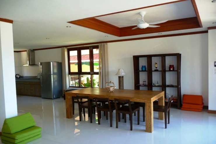 Shower of Sunshine - Dining table which seats up to 8 persons