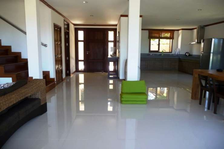 Shower of Sunshine - Open-planned living space with amazingly large kitchen