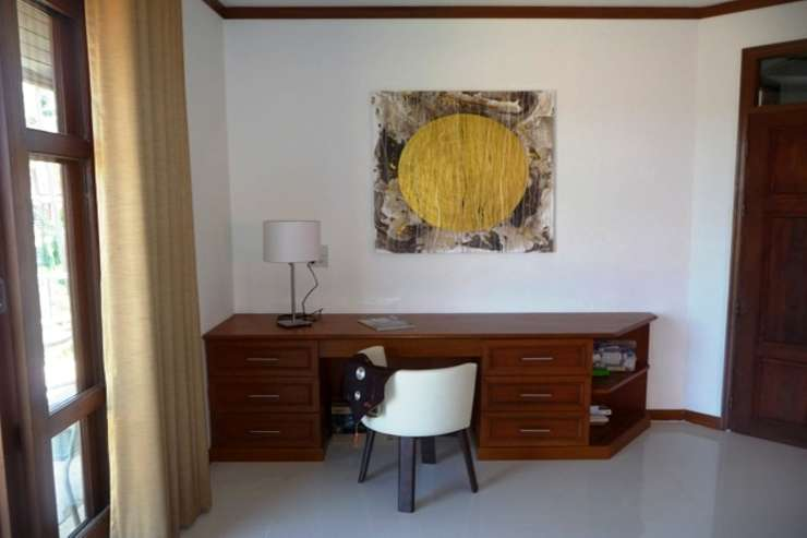 Shower of Sunshine - Spacious Master bedroom with desk
