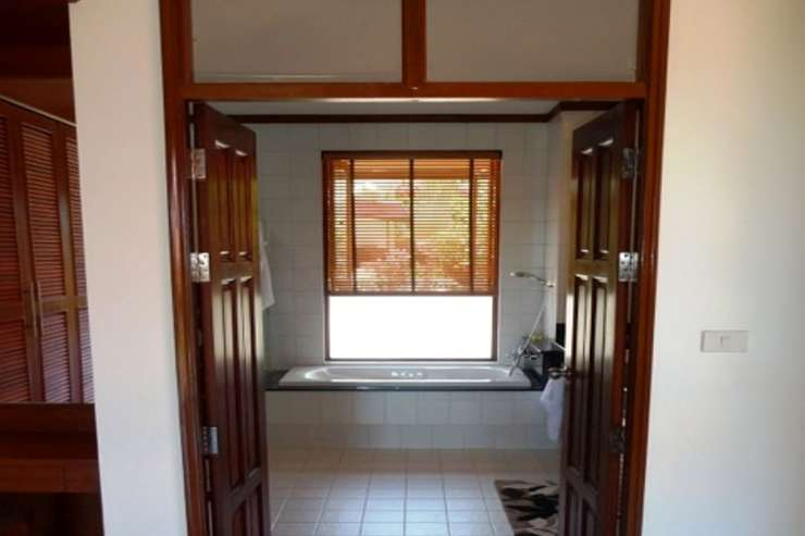 Shower of Sunshine - Ensuite bathroom with bath, shower and double sink
