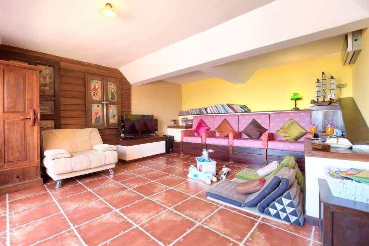 Villa Thai Teak - Chill-out / relaxing room in the main building and poolside