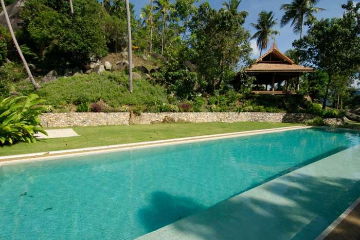 Villa Waterfall - Guests at the villa can enjoy the use of a large shared pool as well as club house