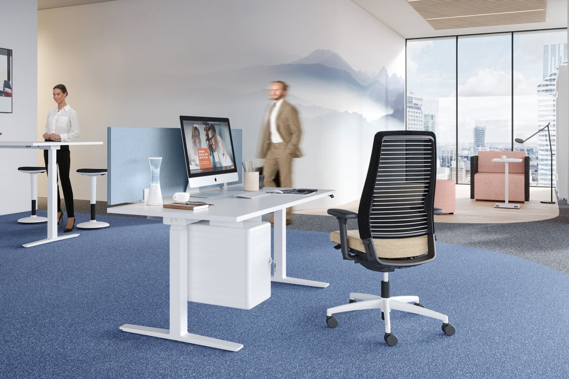 Schaalbaar, in hoogte verstelbaar tafelsysteem voor alle werksituaties