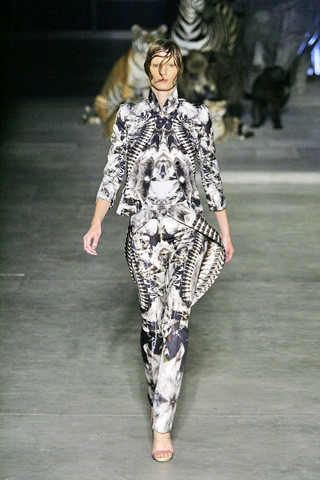 Paris Fashion Week Spring Summer 2009 Alexander McQueen Batik Suit