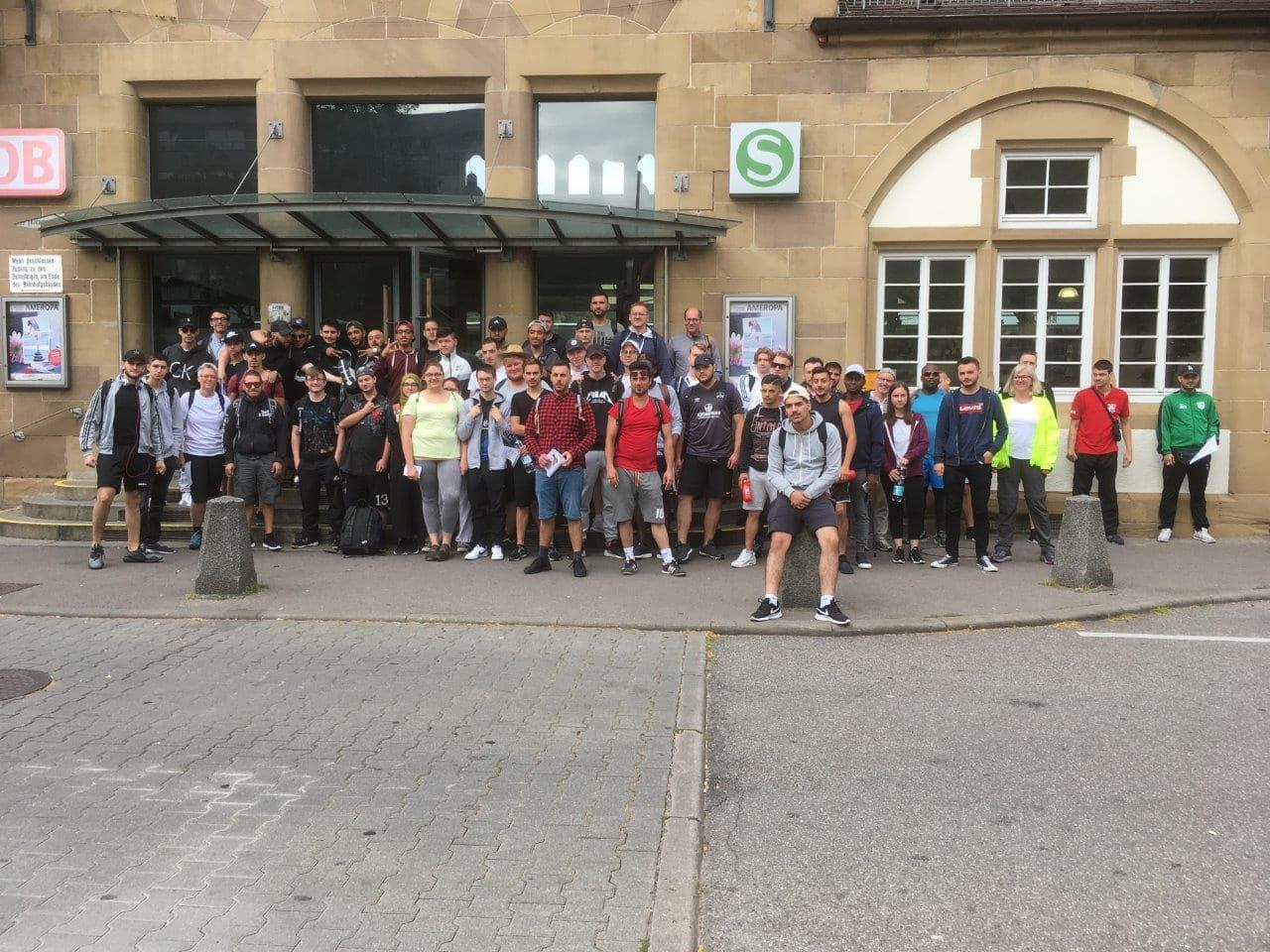 64 Auszubildende in Plochingen vor dem Start