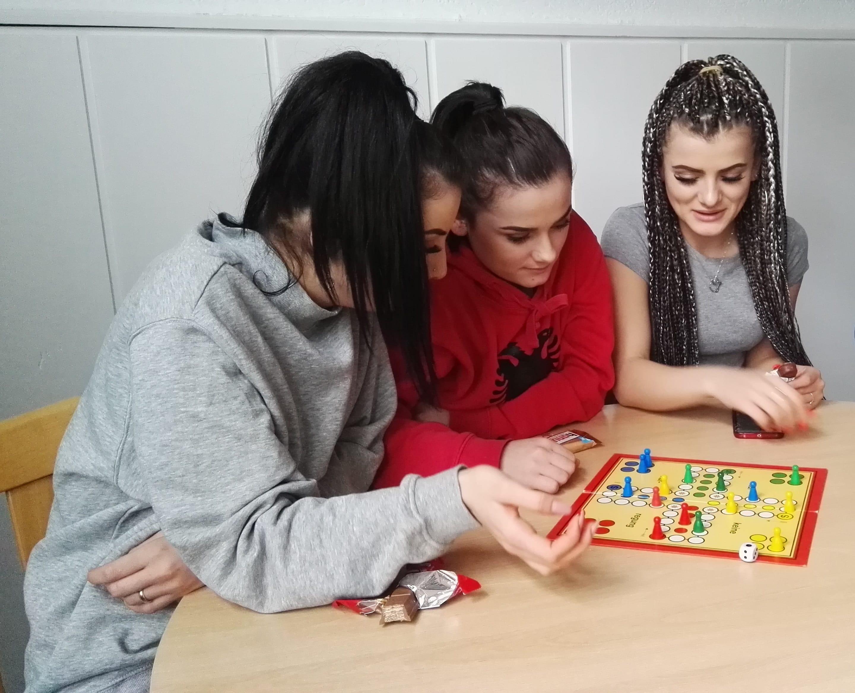 2019-02-19-eine-ausbildung-eine-schule-ein-haus--drei-schwestern-3