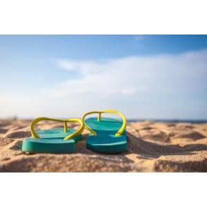 Saiba que sapatos levar para uma viagem à praia