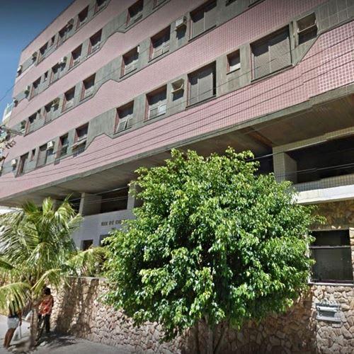 Com problemas estruturais, prédio residencial é interditado no Rio