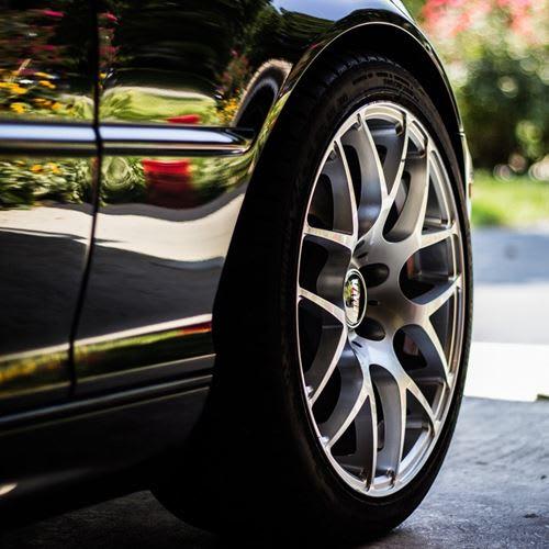 Carro usado para praticar crimes é apreendido em condomínio