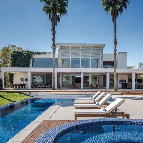 Barrichello põe à venda mansão em condomínio no Interior