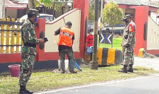 Koramil Bukit Batu Bersama Polsek Setempat Gelar Operasi Yustisi Pendisiplinan Protkes di Wilayah Binaan