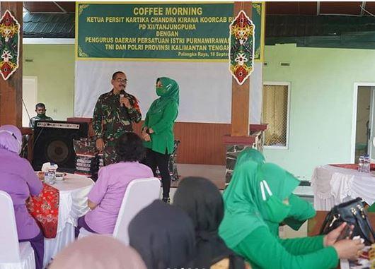 Coffee Morning Ketua Persit KCK Koorcabrem 102 PD XII Tanjungpura dengan PERIP TNI Polri Provinsi Kalteng.