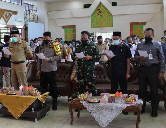 Dandim 1012/ Buntok Hadiri Deklarasi dan Penggalangan komitmen Konvergensi Stunting, Basno dan Sab Pamsimas kabupaten Barito Selatan.