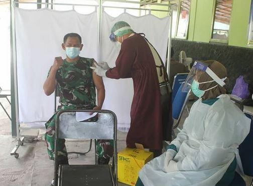 Prajurit Kodim 1016/Plk Ikuti Vaksinasi Covid-19 Tahap Pertama