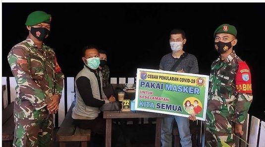 Langgar Jam Malam PPKM Mikro, Petugas Bubarkan Anak Muda Yang Masih Nongkrong
