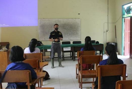 Satgas TMMD Ajarkan Public Speaking Pelajar SMKN I Mihing Raya