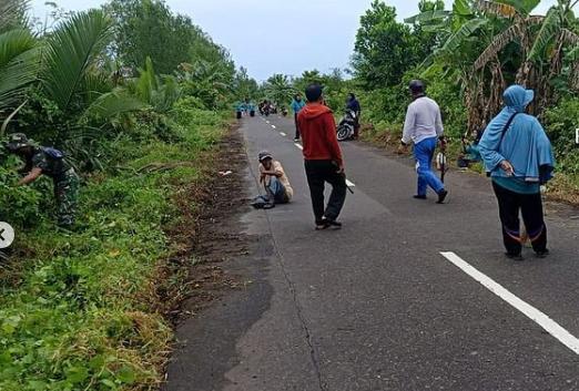 Babinsa koramil 1015-01/Katingan Kuala Dan Warga Gotong Royong