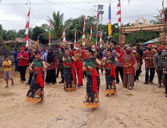 Babinsa Koramil 1015-15/Telaga Pulang Menghadiri Tasyakuran Peringatan Hari Jadi Desa Bangkal Ke-202