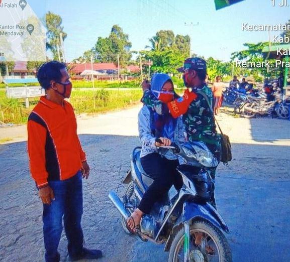 Cegah Penyebaran Covid-19, Babinsa Koramil 1015-01/Katingan Kuala Patroli PPKM