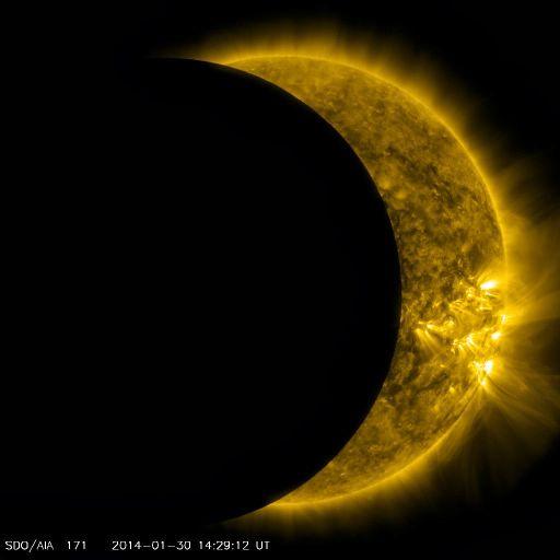 Транзит Луны по диску Солнца, снятый Обсерваторией солнечной динамики 30 января.
