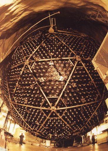Внешний вид [нейтринного детектора SNO](http://ru.wikipedia.org/wiki/SNO)